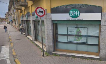 Minaccia dipendenti della banca per farsi consegnare il denaro, arrestato rapinatore