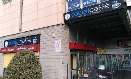 Irruzione al Social Caffè nella notte: rubate sigarette e gratta e vinci