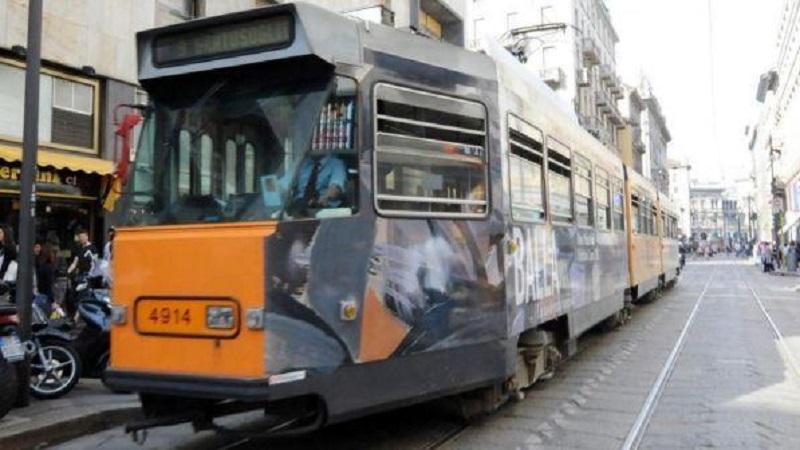 Malore alla guida del tram
