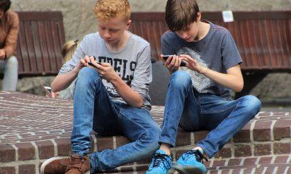 Abuso della tecnologia, attenzione a smartphone e videogiochi