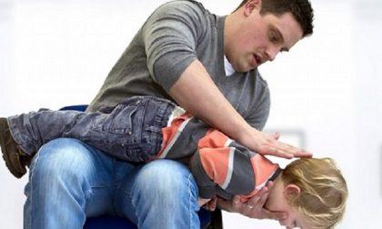 Bambino rischia di soffocare all'Ikea di San Giuliano Milanese, cliente eroe lo salva