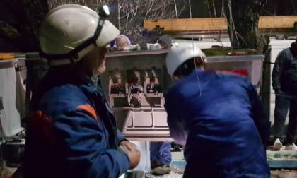 Incidente in via dei Lavoratori, guasto risolto dopo otto ore al freddo e al buio
