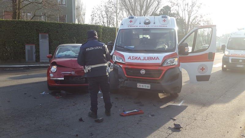 scontro tra un'ambulanza