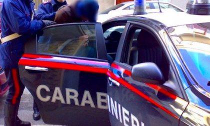 Tenta di aggredire ex fidanzata facendo irruzione in casa, i carabinieri lo arrestano