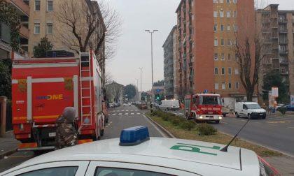 Fuga di gas, i vigili del fuoco chiudono due strade FOTO