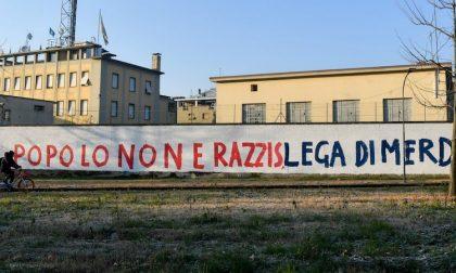 Scritte contro Lega sui muri della sede di via Bellerio