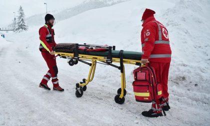Perde controllo sugli sci, trauma cranico per un 14enne