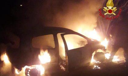 Auto incendiata in via 8 ottobre: fiamme dolose