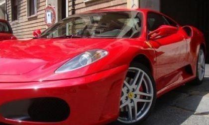 Ruba Ferrari e la parcheggia sotto casa: denunciato il rapinatore