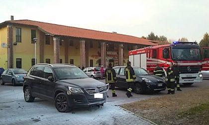 Principio di incendio su auto: l'intervento dei cittadini evita il peggio