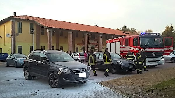 Principio di incendio auto