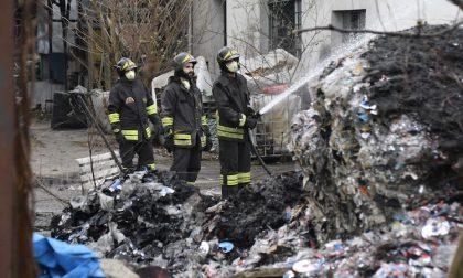 Incendio in deposito rifiuti: si indaga sull'ipotesi del dolo