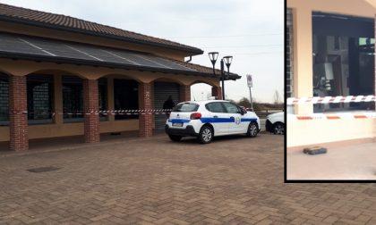 Esplosione nella notte a Noviglio: ladri fanno saltare bancomat delle Poste
