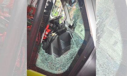 Spacca vetro ambulanza e ruba le borse ai soccorritori durante un intervento