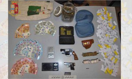 Pistole e cocaina nascoste in un vano in cantina: arrestato spacciatore
