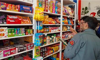 Alimenti con etichette straniere: sequestrata una tonnellata di prodotti irregolari
