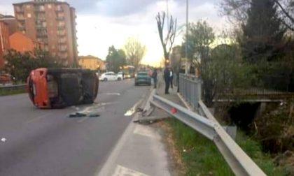Auto si ribalta sulla via Emilia: una ragazza ferita