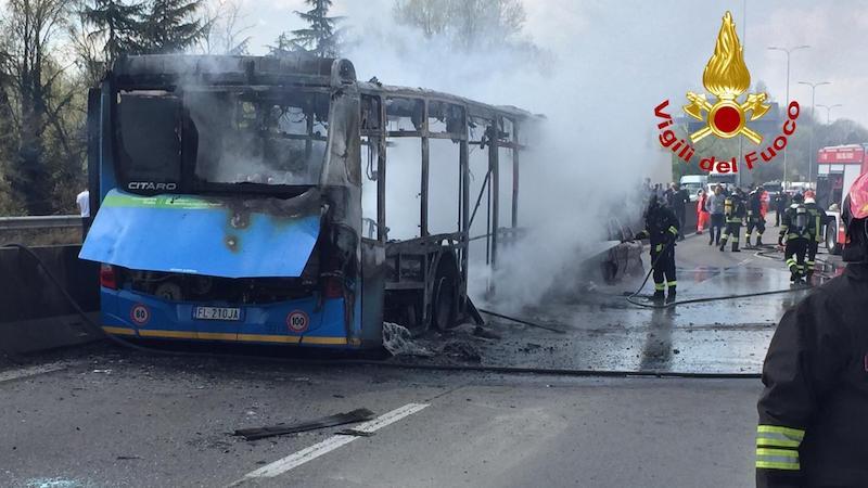 bus incendiato