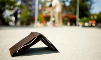 Trova portafoglio e lo riconsegna al proprietario: caccia all'autore del generoso gesto