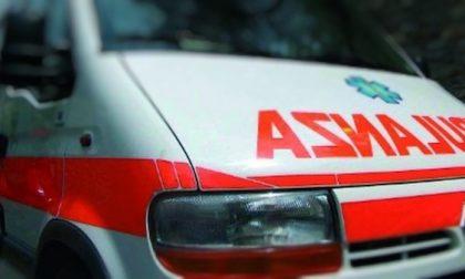 Auto contro moto a Rozzano: due feriti e traffico intenso