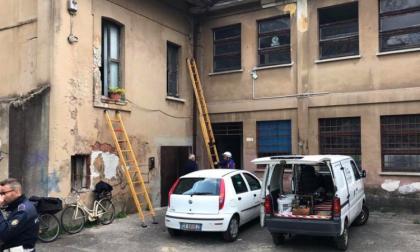 Abusivi occupano il primo piano della Cascina Robarello