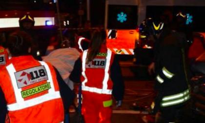 Trovato a terra con ferite multiple: grave un 33enne