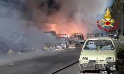 Incendio campo nomadi di via Bonfadini: distrutta parte dell'accampamento