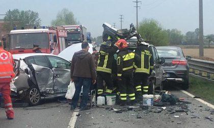 Incidente lungo la sp40: sei feriti e traffico paralizzato FOTO