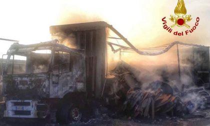 Camion in fiamme sulla Tangenziale Ovest: diversi chilometri di coda FOTO