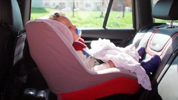 Figli abbandonati in macchina