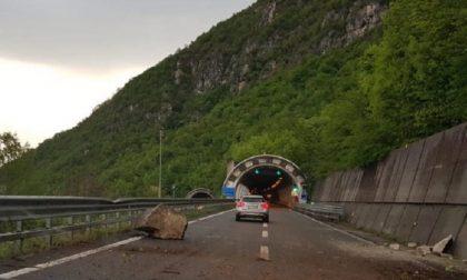 Frana sulla Statale 36, traffico in tilt tra Bellano e Lecco