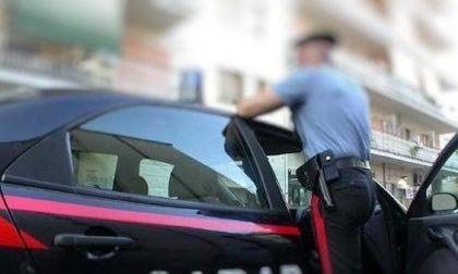 Continua a spacciare cocaina ai domiciliari: arrestato