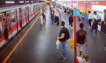 Blocca la metro 9 volte tirando il freno d'emergenza