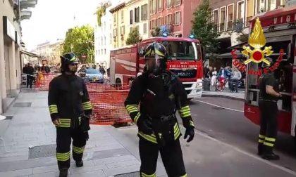 Incendio in un ristorante: intervengono cinque mezzi dei vigili del fuoco FOTO