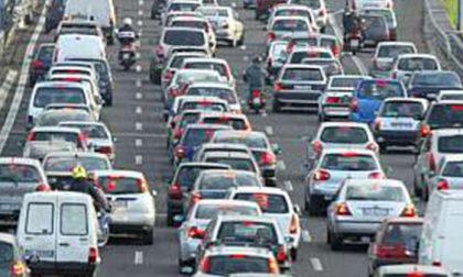 Incidente lungo la tangenziale: un ferito e traffico in tilt
