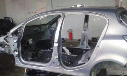 Auto rubate e smontate per rivenderne i pezzi: arrestati i ladri
