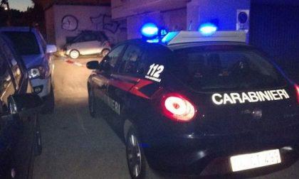 Ubriaco aggredisce due carabinieri e li prende a pugni