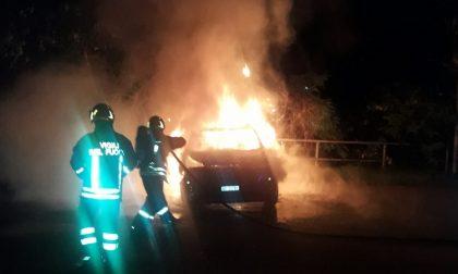 Fiamme nel weekend: auto date alle fiamme a Lacchiarella e Rozzano
