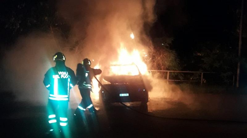 auto date alle fiamme