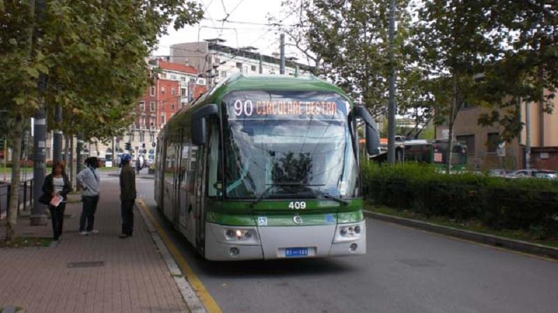 costretta a scendere dal bus