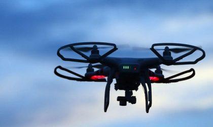 Drone in volo per monitorare traffico e inquinamento