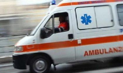 Incidente tra auto e moto in via Buonarroti: un ferito