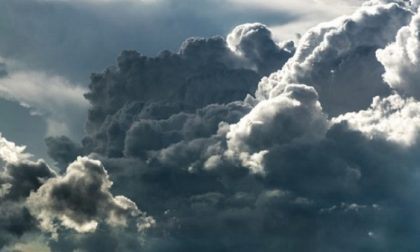 PREVISIONI METEO - Fine settimana con nubi, pioggia e vento a Milano