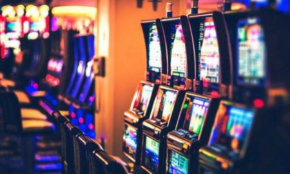 Dipendente dal gioco d'azzardo cerca di suicidarsi: lo salva la polizia