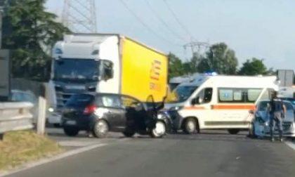 Incidente tra due auto: soccorsi sul posto e traffico in tilt
