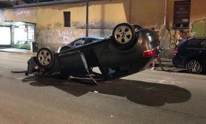 Si ribalta con la macchina a Milano: illeso il conducente