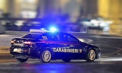 Spara ai carabinieri durante un inseguimento e scappa: trovato e arrestato