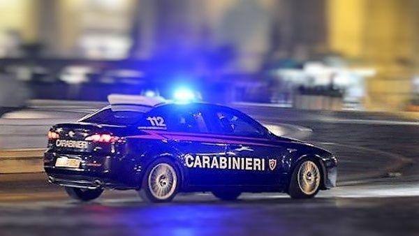 Spara ai carabinieri
