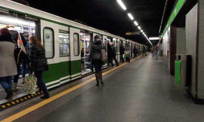 Tentato suicidio a Famagosta, circolazione sospesa sulla Metro 2
