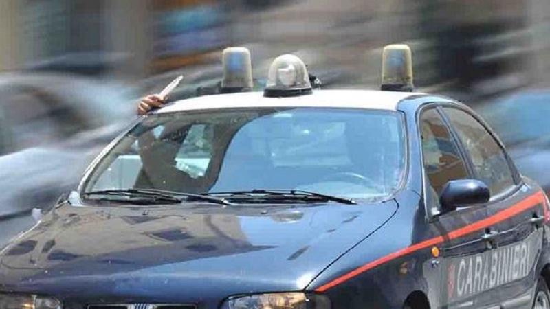 inseguiti dai carabinieri